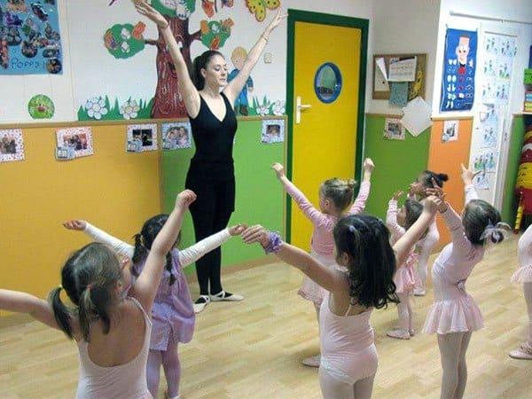 2da28087bb7f 15 Sep Nuevas clases de música y baile en Escuelas Infantiles Garden