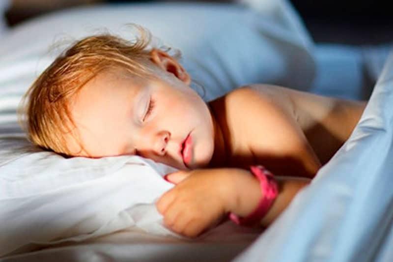dormir con luz o sin luz